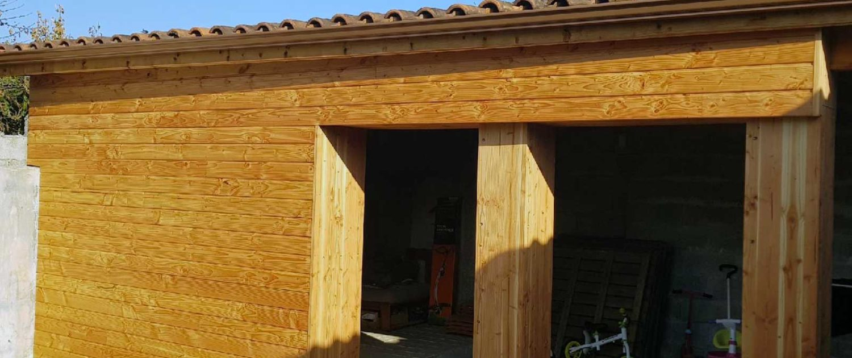 Habillage en bois d'un salon d'été – CENON